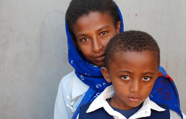 Yonatan and his Mom, Rahel:EHE173